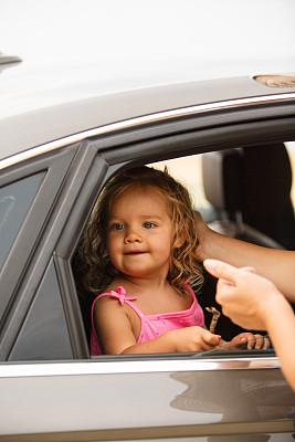 路,可爱的,周末活动,旅途,无忧无虑,儿童安全座椅,汽车,母亲,女婴,希腊