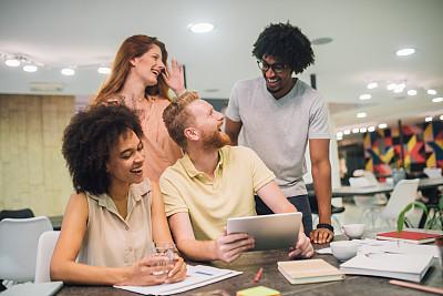 办公室,商务,青年人,平衡折角灯,专业人员,咖啡杯,商业金融和工业,商务策略,创作行业,脑风暴