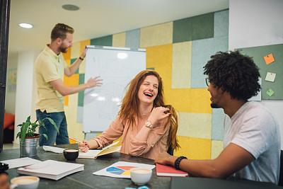 办公室,男人,女人,面对面,专业人员,商业金融和工业,商务策略,创作行业,非洲人,脑风暴