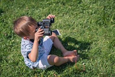 男孩,双筒望远镜,透过其它物体观看,草坪,土耳其,肖像,公园,仅儿童,草,小的