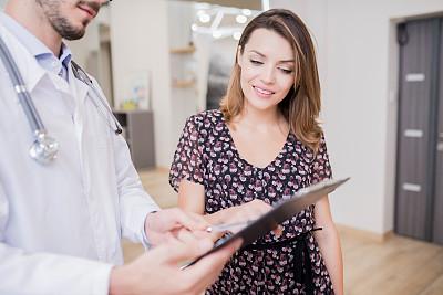 健康保健,女人,青年人,病人,忠告,改进,听,出示