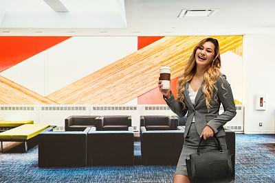 咖啡杯,女商人,拿着,办公椅,商务,经理,专业人员,扶手椅,一个人,25岁到29岁