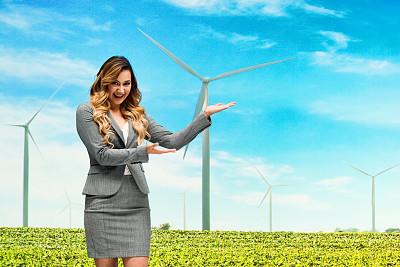 女商人,风轮机,前面,留白,侧面视角,专业人员,技术,25岁到29岁,商业金融和工业,拉美人和西班牙裔人