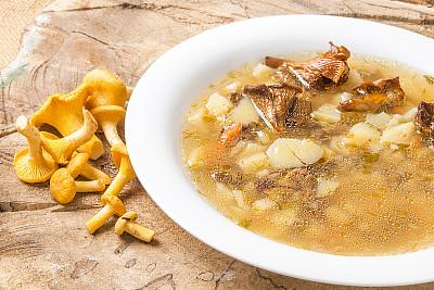 蘑菇汤,鸡油菌,配方,清新,汤碗,食品,金针菇,成分,白蘑菇,乡村风格