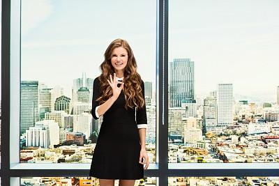 女商人,自然美,办公室,手势语,数字0,专业人员,25岁到29岁,现代,商业金融和工业,旧金山湾区
