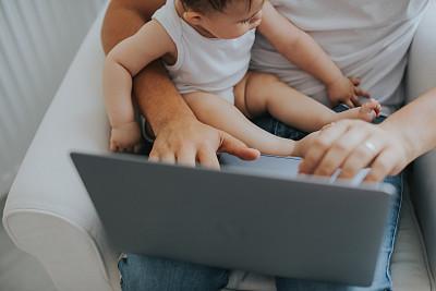 笔记本电脑,父亲,前面,女儿,家庭,女婴,肖像,技术,平衡,现代