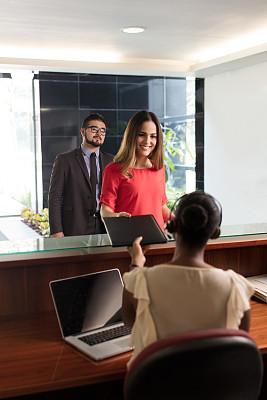 女商人,前台,文档,拉丁文,专业人员,耳麦,技术,拿着,拉美人和西班牙裔人,办公室