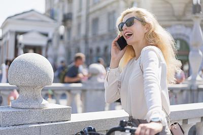 下班后,简单,现代,自行车,欢乐,户外,仅女人,仅一个女人,太阳镜,幸福