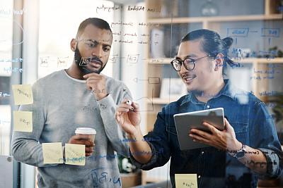 做计划,男商人,新创企业,男性,仅男人,仅成年人,现代,青年人,专业人员,技术