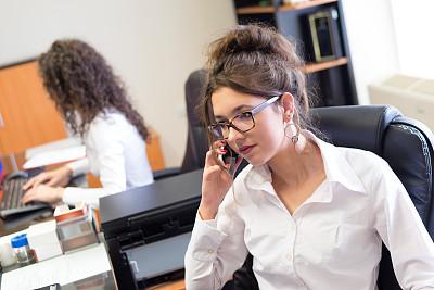 办公室,女商人,专业人员,技术,商业金融和工业,忙碌,晴朗,仅女人,眼镜,看