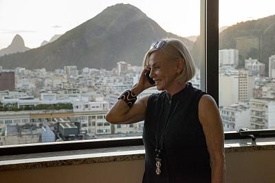智能手机,老年女人,舒服,肖像,技术,宾馆套房,科巴 卡巴纳,巴西,科巴卡巴纳海滩,仅一个老年女人