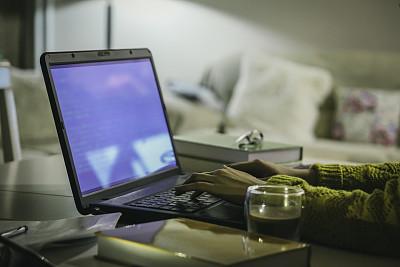 夜晚,职业,家庭生活,暗色,技术,现代,忙碌,仅女人,多重任务,仅一个女人
