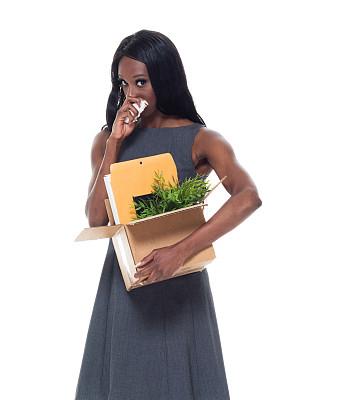 女商人,自然美,黑色,专业人员,背景分离,25岁到29岁,办公室搬家,商业金融和工业,纸巾,影棚拍摄