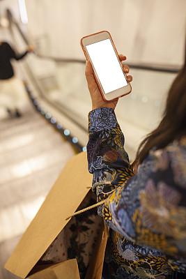 商店,手机,听筒,华贵,25岁到29岁,女人,青年女人,商业金融和工业,拿着