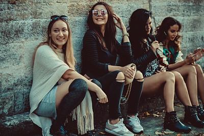 幸福,人群,伦敦城,女孩,无忧无虑,长椅,公园,公园长椅,青年女人,春天
