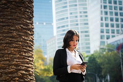 女商人,在活动中,商务,城市生活,专门技术,肖像,一个人,墨西哥,女人,青年女人