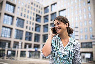 电话机,女人,街道,商业金融和工业,忙碌,户外,拍摄场景,幸福,欧洲,智能手机