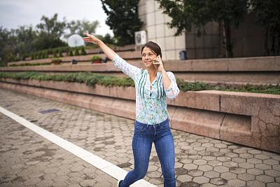 街道,女人,电话机,忙碌,都市风景,青年人,城镇,商务,拍摄场景,便携式信息设备