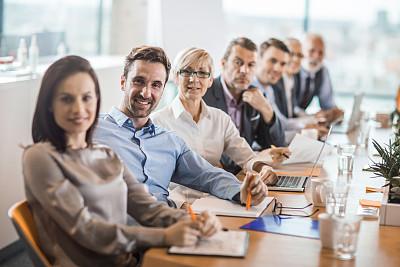 商务,办公室,商务人士,会议,团队,专门技术,专业人员,工程师,一排人,女人