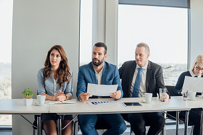 商务人士,专业人员,技术,工作年长者,商业金融和工业,商务策略,创作行业,办公室,脑风暴,使用电脑