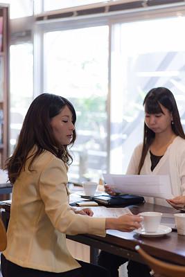 商务,会议,图表,仅日本人,策略,技术,25岁到29岁,商业金融和工业,想法,日本人