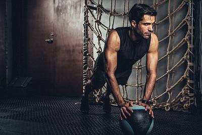健美身材,健身房,青年男人,表格,部分,球,运动,仅男人,仅一个男人,帆布鞋