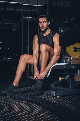健身器械,青年男人,健康保健,部分,运动,仅男人,一个人,仅一个男人,帆布鞋,腿
