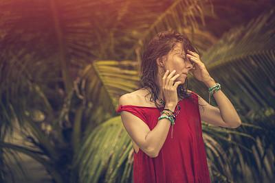 女人,鸡尾酒,热带气候,肖像,泰国,热带树,户外,美术肖像,仅女人,仅一个女人