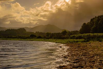 山,中苏格兰,云景,云,黄昏,枝繁叶茂,动物,暴风雨,河流,户外