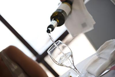 饮用水,酒瓶,在活动中,葡萄酒,部分,纯净,饮食产业,瓶子,户外,白昼