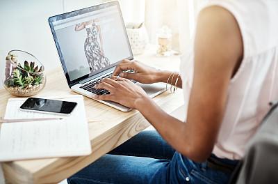 电子邮件,创造力,部分,技术,仅女人,仅一个女人,非洲人,使用电脑,看,使用手提电脑