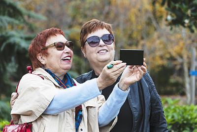 老年女人,表现积极,自拍,活力,土耳其,技术,公园,2018,户外,仅女人