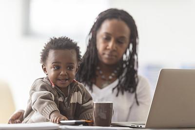 母亲,儿童,儿子,住宅内部,商务,计算机,家庭,父母,技术,平衡