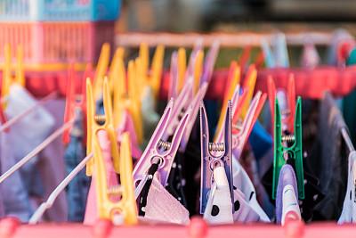 衣夹,色彩鲜艳,干净,洗衣服,钉住,湿,绳子,纺织品,塑胶,晾衣架