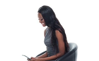 女商人,自然美,黑色,电子邮件,专业人员,技术,椅子,商业金融和工业,影棚拍摄,仅女人