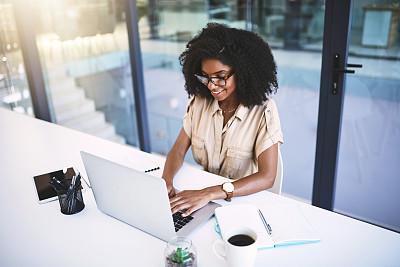商务,专业人员,技术,现代,创作行业,仅女人,仅一个女人,办公室,非洲人,眼镜
