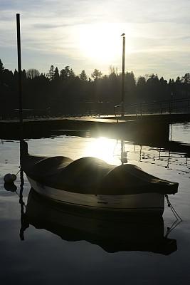 湖,环境,草,设备用品,河流,夏天,户外,天空,季节,垂直画幅