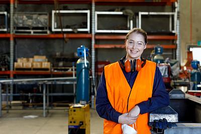 女性,保护工作服,制造业职位,学员,肖像,澳大利亚,仅女人,仅一个女人,工业机械,车间