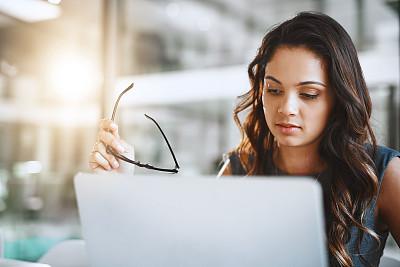 现代,专业人员,部分,技术,仅女人,仅一个女人,办公室,眼镜,使用电脑,看