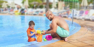 父亲,进行中,游泳池,家庭,热带气候,大桶,玩具,塑胶,儿童,童年