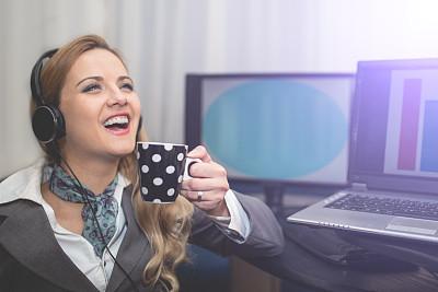 女商人,咖啡杯,肖像,技术,现代,商业金融和工业,仅女人,仅一个女人,办公室,注视镜头