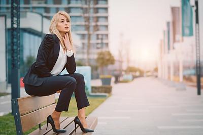 女商人,后备球员,商务,秘书,专心,经理,长椅,一个人,25岁到29岁,全球通讯