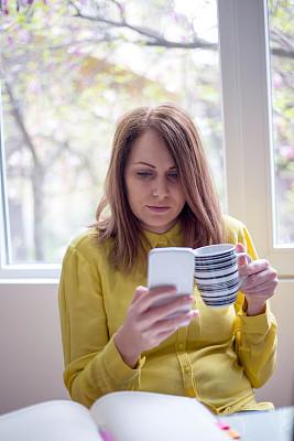 咖啡杯,女商人,笔记本电脑,书桌,桌子,笔记本,白色,公亩,专业人员,技术