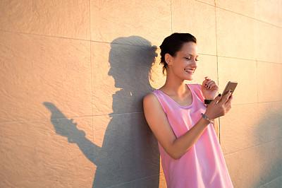 青年女人,在活动中,肖像,技术,从容态度,拿着,阴影,户外,仅一个女人,幸福