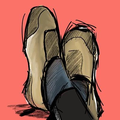 pieds avec Chaussures beiges, croisés sur fond corail