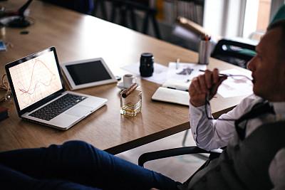 办公室,时间,仅男人,技术,仅一个男人,椅子,威士忌,眼镜,幸福