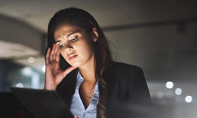 效率,停止手势,专业人员,暗色,技术,过分地消耗精力,拿着,仅女人,仅一个女人,办公室