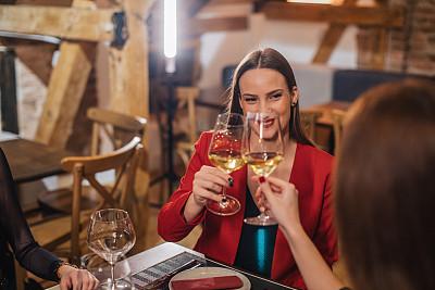 餐馆,友谊,饮料,周末活动,葡萄酒,女性特质,宴会,现代,女人,青年女人