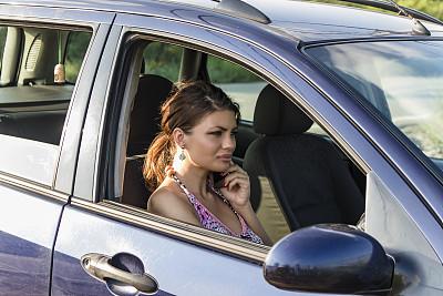 汽车,手机,女人,座位,陆用车,仅成年人,青年人,彩色图片,交通工具内部,仅一个女人