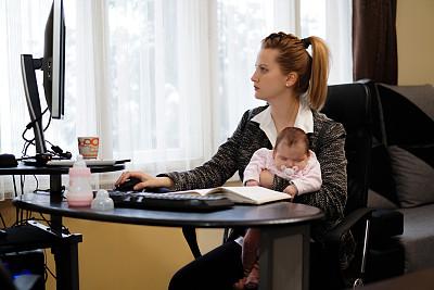 母亲,婴儿,家庭办公,家庭,女婴,技术,25岁到29岁,工作母亲,瓶子,商业金融和工业